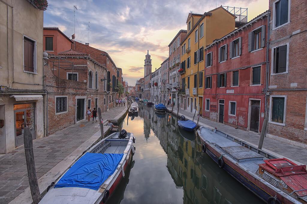 Benátske kanály - Dorsoduro. Autor: Diana Robinson Licencia: CC